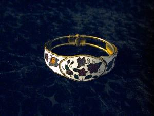 White Enamel and Goldtone Bracelet (Image1)