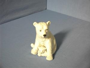 Mother and Baby Porcelain Polar Bears. (Image1)
