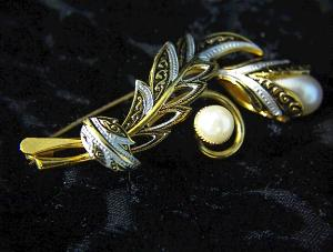 Antique Looking Goldtone And Pearl Brooch Pin