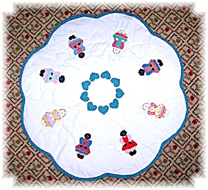 Quilted Children Of The World Centerpiece (Image1)