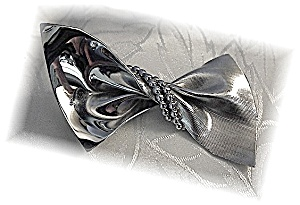Beautiful NAPIER Sterling Silver Bow Brooch (Image1)