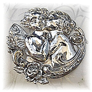 Brooch Pin Silver Kissing Boy and Girl Cherubs (Image1)