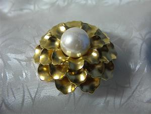 Goldtone and Faux Pearl MONET Brooch . . . . (Image1)
