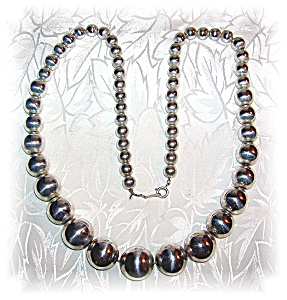 Necklace 24 Inch Graduated Silver Beads  (Image1)