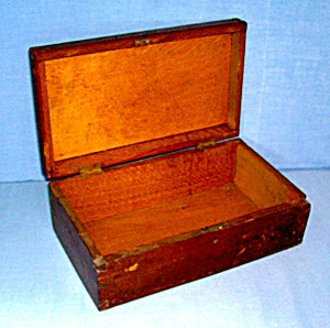 Vintage walnut wood box  (Image1)