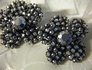 Beautiful Glass Flower Clip Earrings. (Image1)