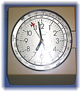 Battery Operated Aeroplane Clock With World Timezones. (Image1)