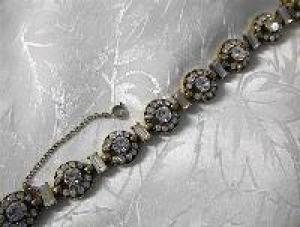 Vintage 1955 Crystal HOLLYCRAFT Flower Bracelet (Image1)