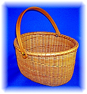 NANTUCKET BASKET SIGNED 'THR' OVAL (Image1)