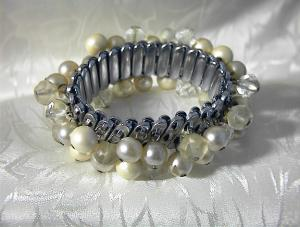 Clear Glass & Faux Pearl Bracelet  MadeJapan (Image1)
