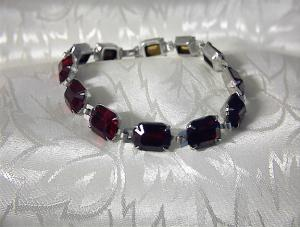 Claw Set Ruby Crystal Coro Bracelet