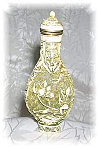 Snuff bottle with spoon (Image1)