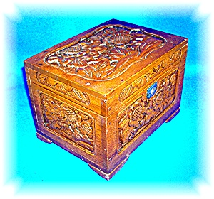 VINTAGE HAND CARVED WOODEN JEWELRY BOX WITH KEY (Image1)