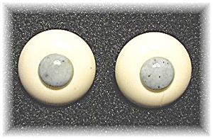 Cream & Grey Lucite/Plastic Vintage Clip Earr (Image1)