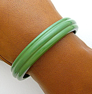 Bakelite Green Bangle bracelet (Image1)