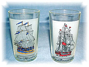 PAIR VINTAGE SHIP DECOR GLASSES (Image1)