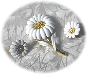Monet Daisy Brooch/pin & Earrings
