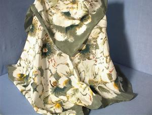 Hand Rolled 100% Chinese Silk Green/Cream Sca (Image1)