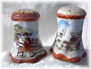 Heavy & Old Oriental China Salt & Pepper (Image1)