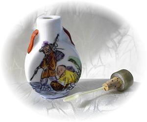 Handpainted China Oriental Snuff Bottle (Image1)