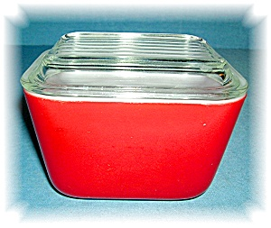 PYREX GLASS  RED REFRIGERATOR DISH  WITH LID  (Image1)