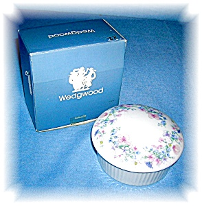 Bone China WEDGEWOOD Floral Trinket Box (Image1)