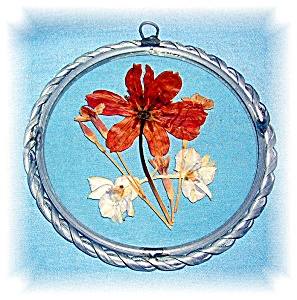 GLASS SUN CATCHER WITH  DRIED FLOWERS (Image1)