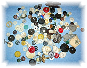 BAG OF VINTAGE BUTTONS (Image1)