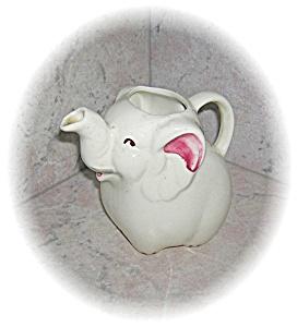 Cream & Cranberry Porcelain/Pottery Creamer (Image1)