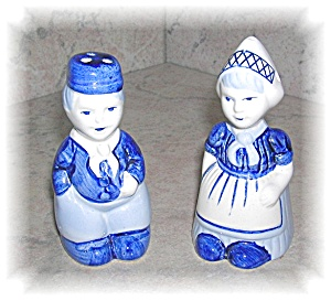DELFTS BLUE HOLLAND SALT AND PEPPER SHAKERS (Image1)