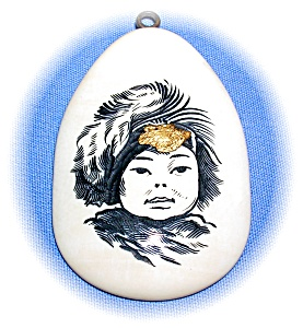 Alaskan Scrimshaw Pendant With 24 K Gold