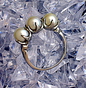 Magnificent 3 Pearl Palladium Claw Set Ring . . . . (Image1)