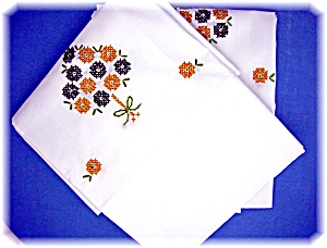 Embroidered Cotton Pillow Cases 1 Pair (Image1)