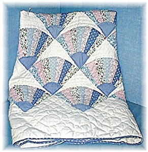 Handmade Blue/Pink Fan Pattern Baby Quilt (Image1)