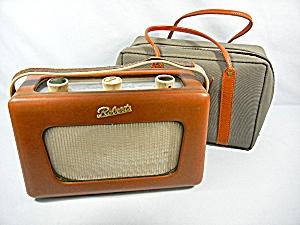 Vintage Roberts transistor Radio R300, with case  (Image1)