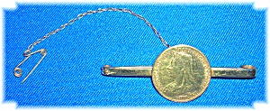 18K Gold Victorian 1/2 Sovereign Bar Brooch 1899 (Image1)
