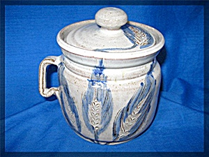 Pottery jug, made in Mobridge, SD with lid (Image1)