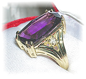 10 K GOLD AMETHYST AND DIAMOND RING . . . . . (Image1)