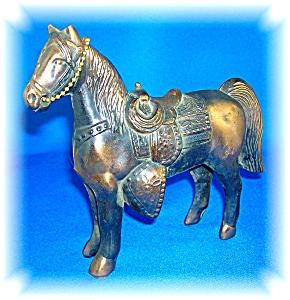 VINTAGE CIRCA 1950 BRONZE WESTERN SADDLE HORSE STATUE.. (Image1)
