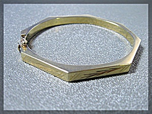 Bracelet 14K Yellow Gold Hexagonal  Hinged Bangle  (Image1)