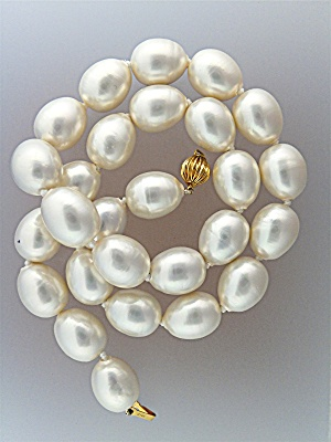 Necklace 14k Gold Clasp Shell Pearls
