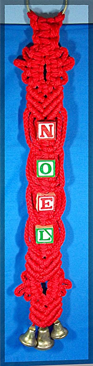 Macrame Christmas door hanging with bells and blocks (Image1)