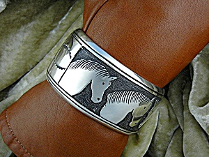 Native American TOMMY SINGER Sterling Silver Horses Cuf (Image1)