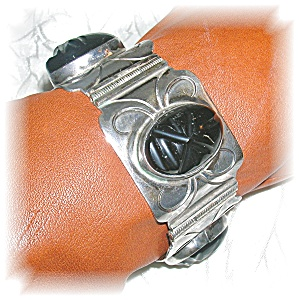 1940s Sterling Silver Onyx Mexican Bracelet (Image1)