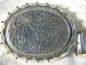 Locket Sterling Silver Hallmarked English Picture  (Image1)