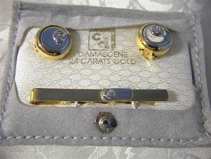 Goldtone Tie Clip & Button Covers. (Image1)