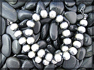 Sterling Silver American IndianBead Necklace 17 Inch 9m (Image1)