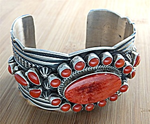 CADMAN Sterling Silver Coral Spiny Oyster Cuff  (Image1)