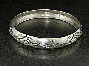Native American Sterling Silver Bangle Bracelet T (Image1)