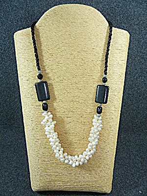 Freshwater Pearls Onyx Glass Necklace